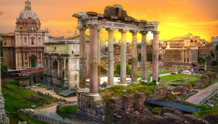 Small Group Tour of Roman Forum at Sunset and Colosseum Under the Moon