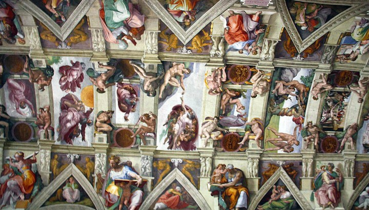 Vatican & Sistine Chapel tour with private access and restricted area