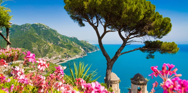 Travelling along Amalfi coast and Pompeii from Rome