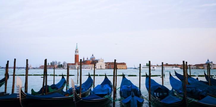 Venetian Gondola: 8 secrets you should know about Venice symbol