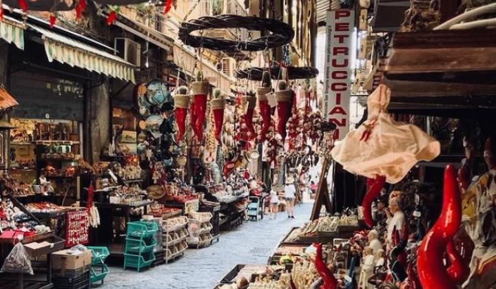 Discover the original Presepi in Italy. San Gregorio Armeno in Naples.