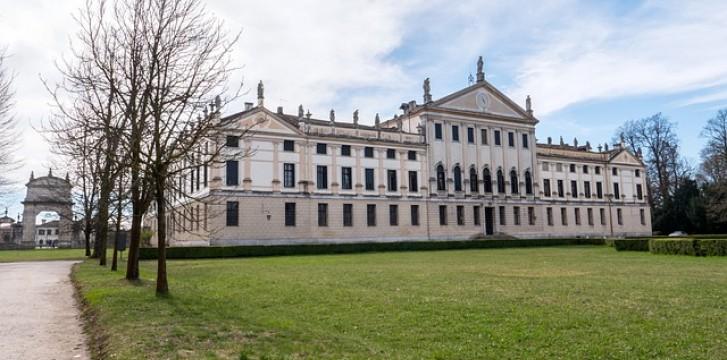 Visit Stra and Villa Pisani Labirinth